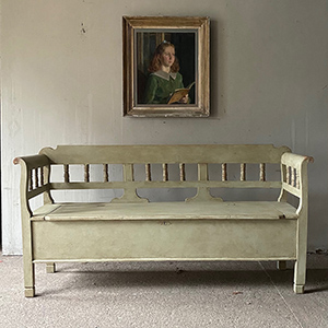 Antique Box Bench with Split Balusters in Old White